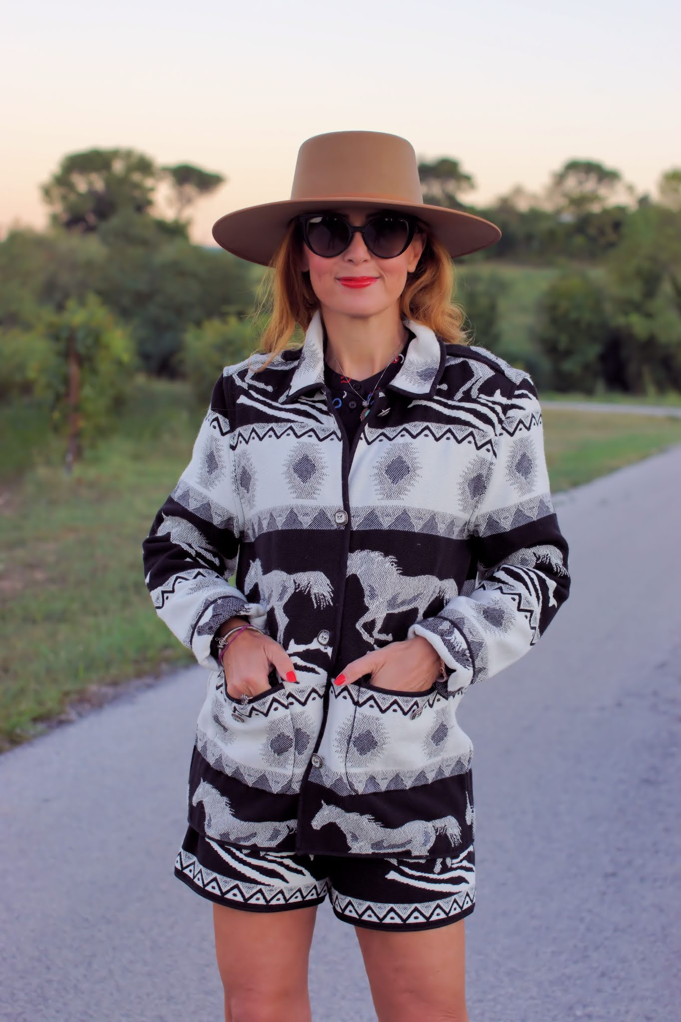 Western jacquard black and white suit