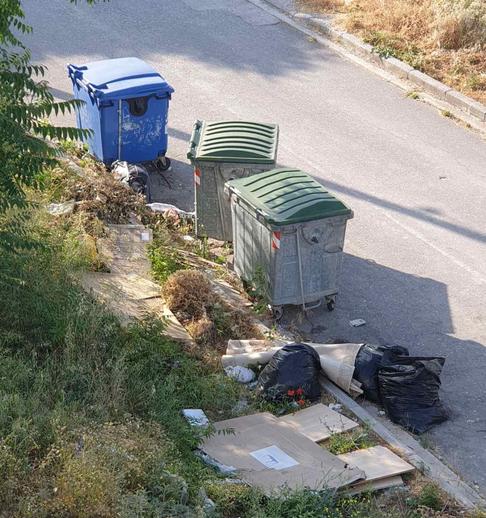 Σκουπίδια στην Επέκταση Θέρμης
