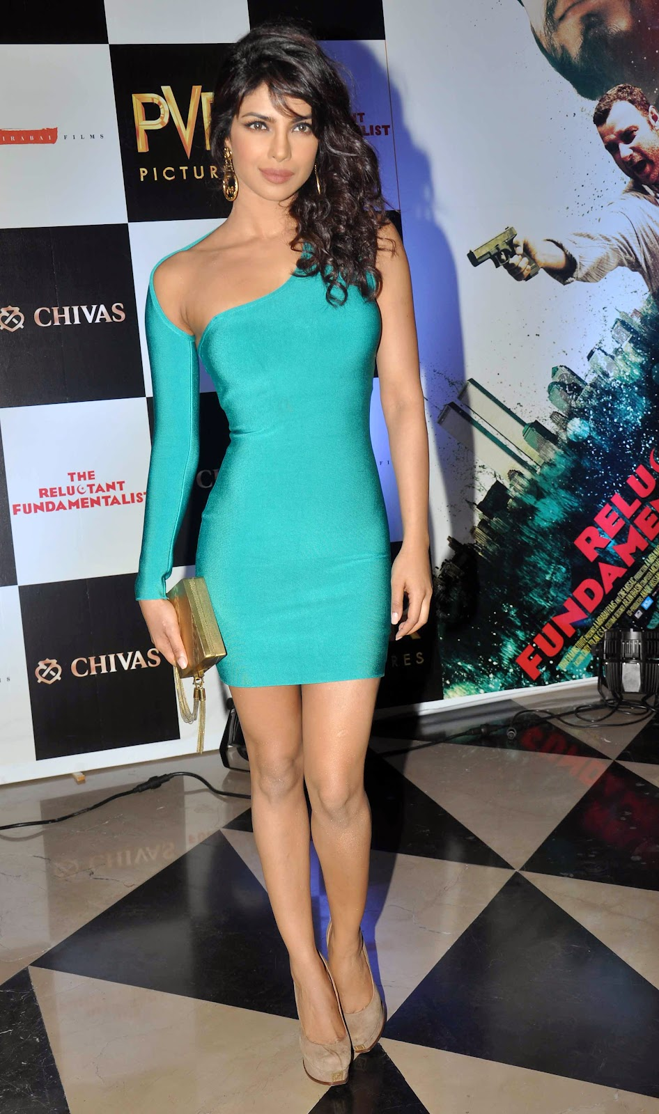 priyanka-chopra-in-tight-sky-blue-mini-dress-flaunting-her-hourglass-figure