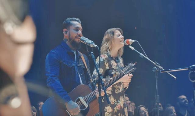 Rodolfo Abrantes e Laura Souguellis duetam no clipe 'Só Quero Ver Você'