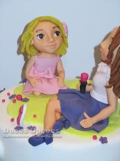 menina moldada bolo pasta açucar