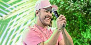 """Com todo o sucesso de """"Chega e Senta"""", John Amplificado lança mais um hit nesta sexta-feira (17): """"Replay"""""""