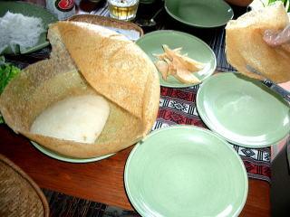 丸い 風船 膨らました 揚げ餅 ベトナム料理