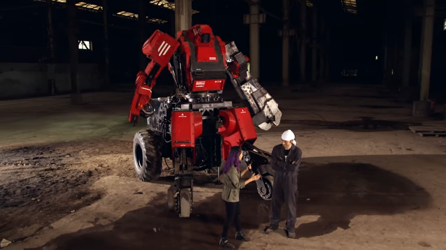The first fight of giant robots between The United States and Japan. there is already a winner!