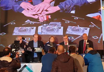 Autoridades en la presentación del sello de El Minero en el Pozo Sotón