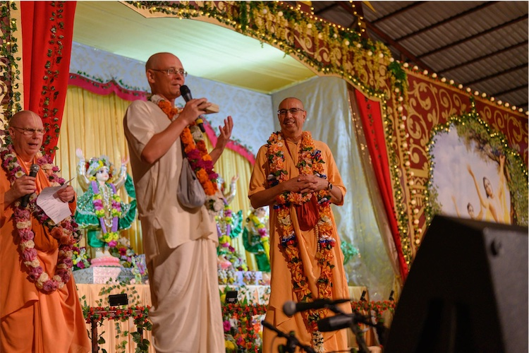 Russian GBC Acyutatma Das presents Niranjana Swami with a medal for his 30 years of preaching in Russia