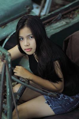 Hunting Foto Model Melania manis seksi paha mulus
