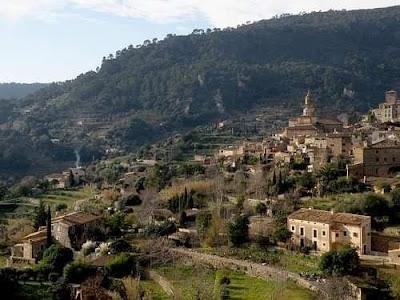 Hermoso pueblo en Valldemossa con casas de pueblo y terrazas