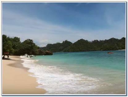 Daya tarik pantai 3 warna di Malang