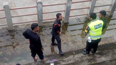 Geger, Trantib Pasar Evakuasi Jasad Bayi di Batang Agam