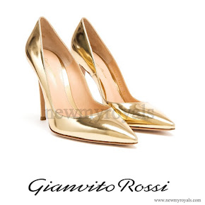 Crown-Princess Mary wore Gianvito Rossi Gold Patent Leather Pointed Pumps