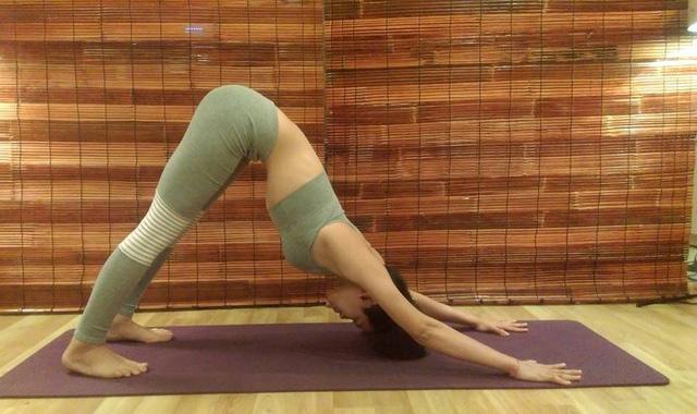 Bí quyết để trẻ hơn trong thấy nhờ mỗi ngày tập 3 tư thế yoga này