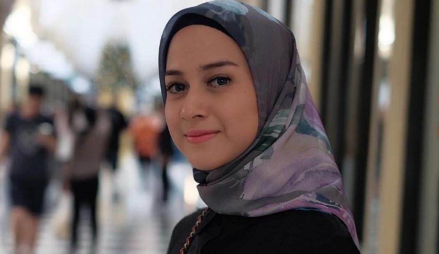 artis cantik pakai Hijab dan jilbab Nina Zatulini