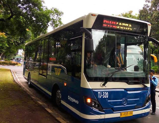 Ayo naik bus transjakarta lagi