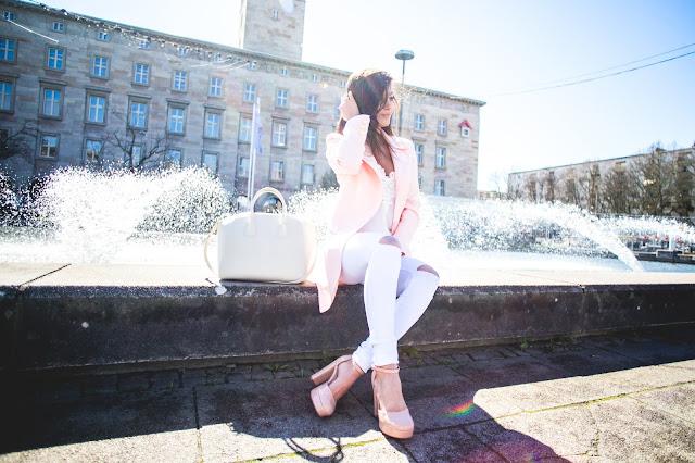 White and powder pink team - Czytaj więcej