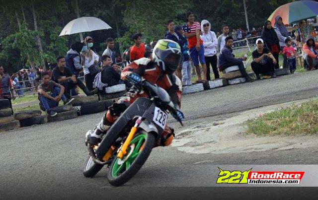 Foto-foto Aksi Honda Astrea Tua Lawan Jupiter Z & Blade di Road Race KALBAR