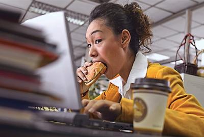 6 Alasan Mengapa Sering Lapar Ketika Kerja