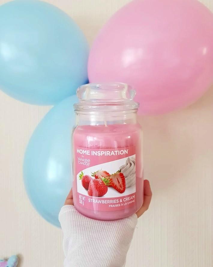 Świeca zapachowa Strawberries & Cream | Yankee Candle | Home Inspiration