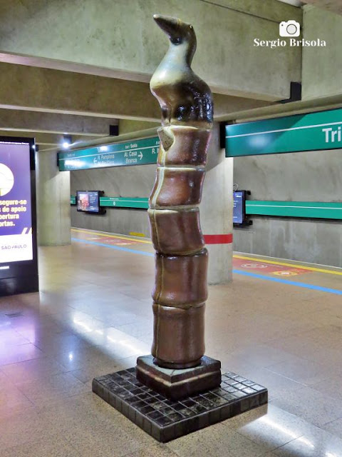 Close-up da Escultura Pássaro Roca - Estação Trianon-Masp do Metrô - Bela Vista - São Paulo