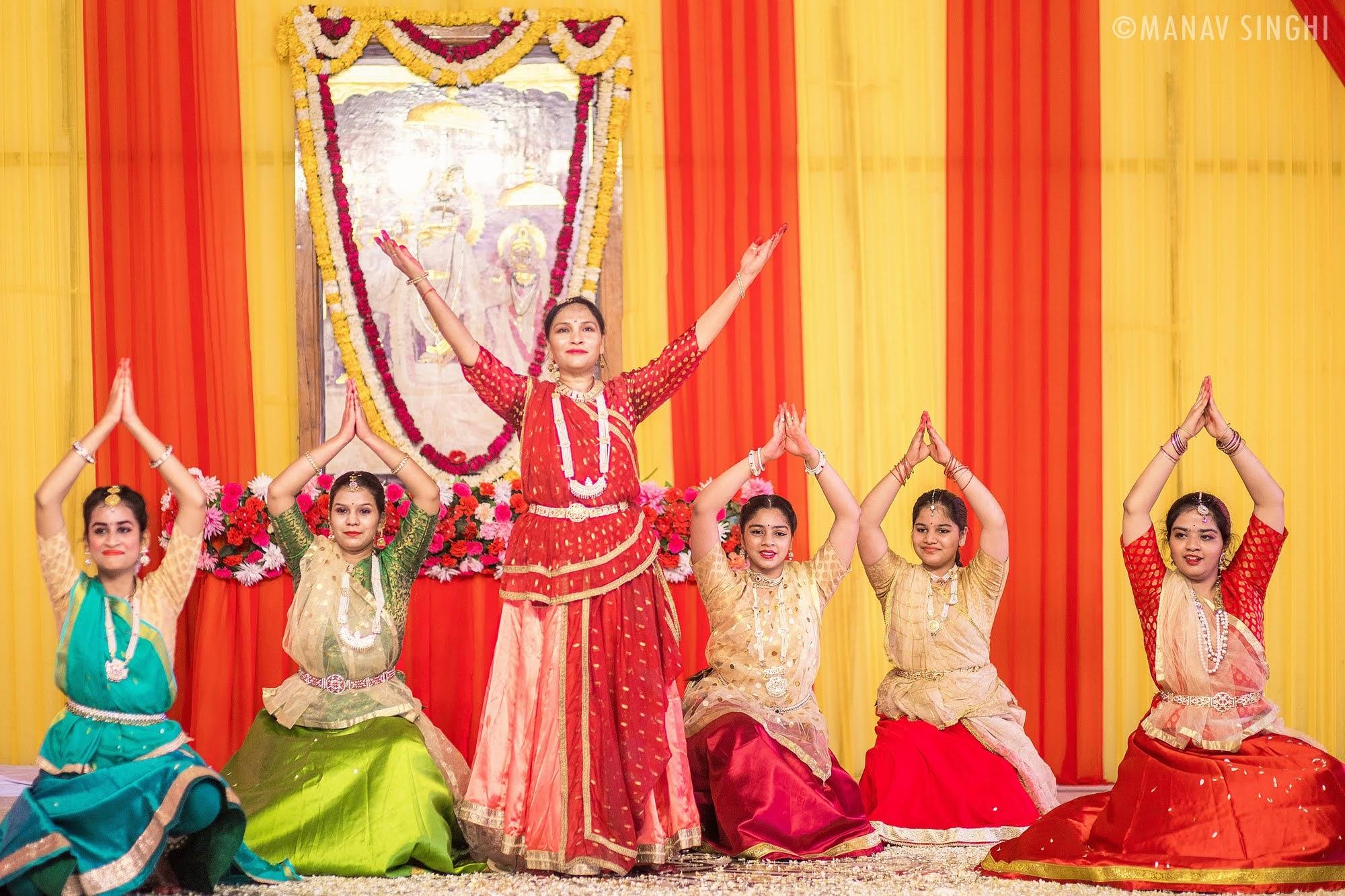 Kathak Guru Sangeeta Singhal at Fag Utsav - 2021 Govind DevJi, Jaipur.