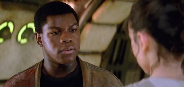 Rey şi Finn la bordul navei Millennium Falcon