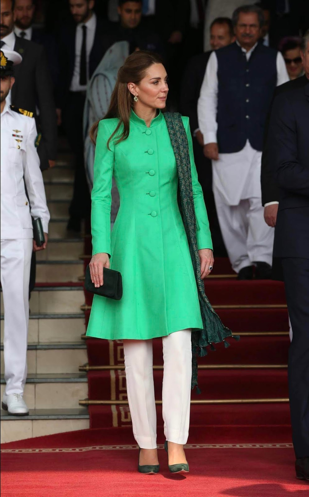 Kate Middleton is elegant in the traditional Pakistani ensemble