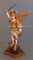 scultura su commissione statuetta personaggi sacri e presepe orme magiche