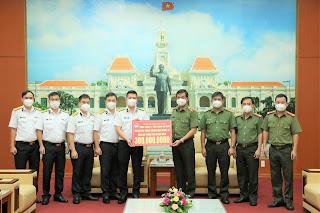 Tổng Công ty Tân cảng Sài Gòn hỗ trợ Công an Thành phố Hồ Chí Minh kinh phí phòng, chống Covid-19