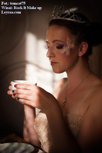 15.07.2017 Pastelowa gorsetowa sukienka, tiara, szpilki, wisiorek Oko Proroka, Fantasy make-up, włosy kok i warkocze dobierane
