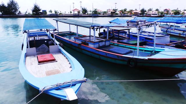 Sewa Kapal Snorkeling di Pulau Harapan