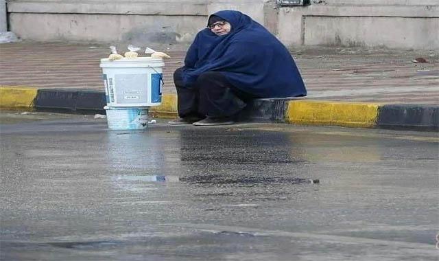 الفنانة ياسمين صيري تلبي احتياجاجات سيدة المطر الحاجة نعمات