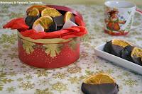 Αποξηραμένες φέτες πορτοκαλιού βουτηγμένες σε σοκολάτα - by https://syntages-faghtwn.blogspot.gr