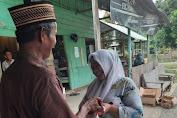 Senator Fachrul Razi Salurkan Bantuan Sembako Untuk Para Janda