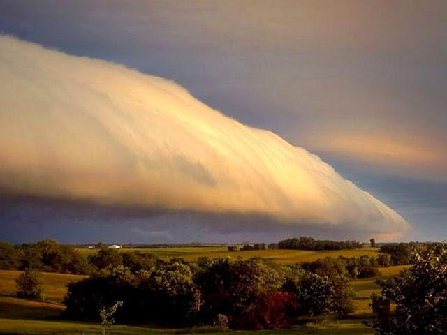 එක්තරා අමුතුම වලාකුළුක් 😍😨☁☁☁😯 (A Strange Cloud) - Your Choice Way