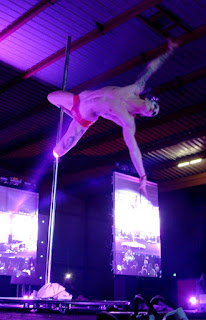 Quentin Dée Pole Dance Show Lola Plumeti Blog Jouranl Pole Girl