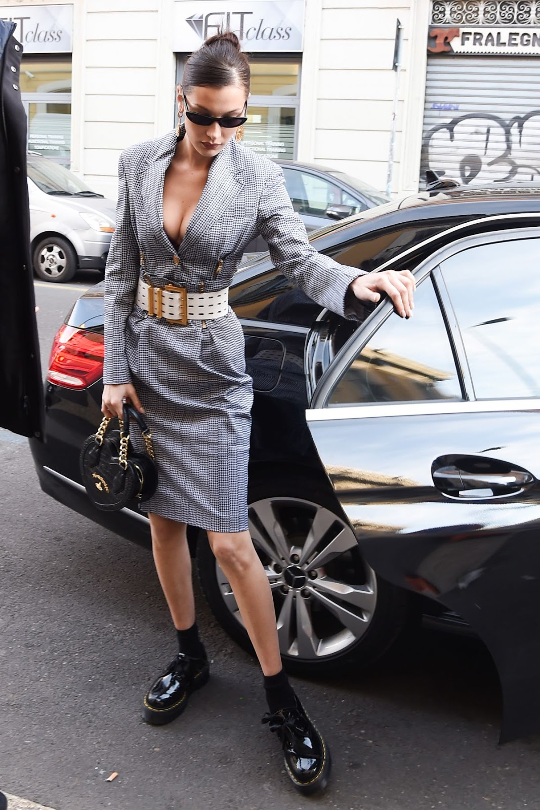 Bella Hadid - Out and About in Milan - 01/12/2019
