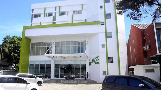 Whiz Hotel Sudirman Cilacap dari jalan raya