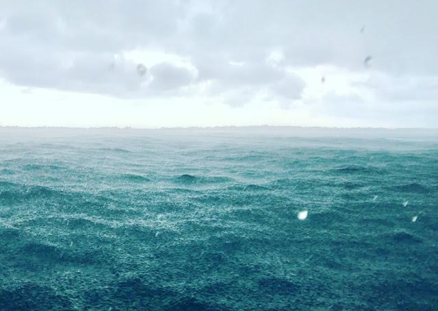 Matahari Bersinar Setelah Hujan Di Pulau Harapan