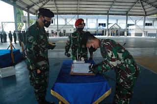 Tongkat Komando Komandan Satuan Kapal Selam Diberikan Kepada Kolonel Laut (P) Wirawan Ady Prasetya