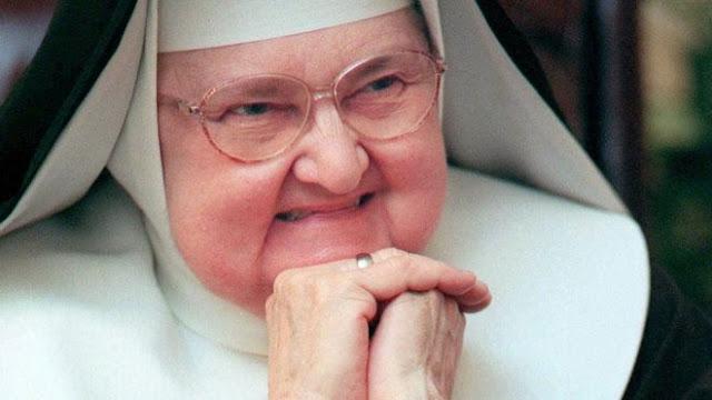TV nun Mother Angelica dies aged 92