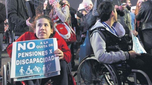 Ordenan al gobierno de Argentina restituir 400 pensiones