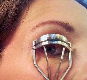 curling lashes