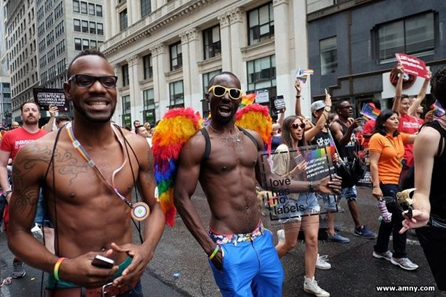 NYC ゲイ・プライド・パレードの...