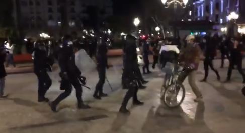 Cargas policiales en Valencia y altercados con heridos en Cataluña en diversas protestas por el encarcelamiento de Hasel