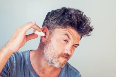 Cara Membersihkan Telinga yang Aman