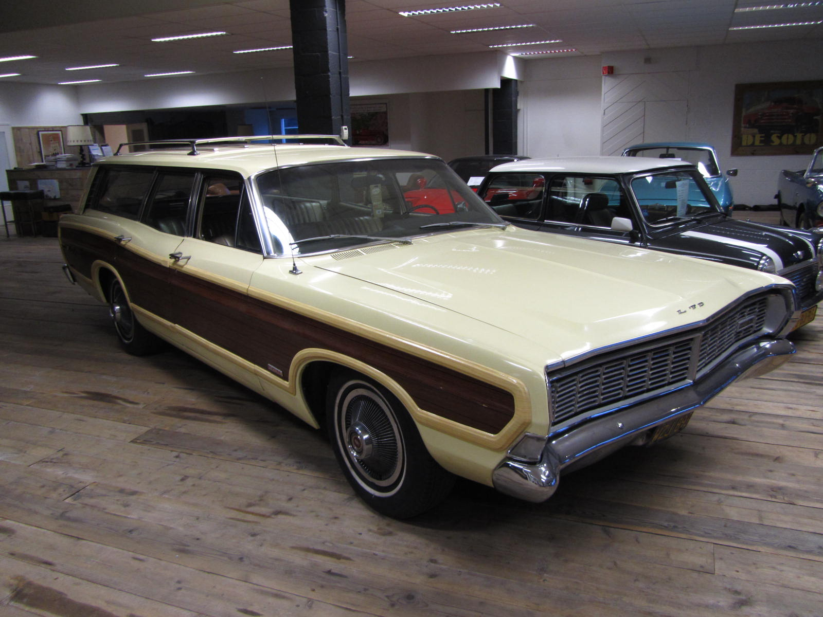 Autoliterate: 1968 Country Squire