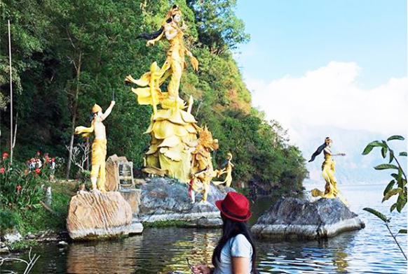 Patung Dewi Danu
