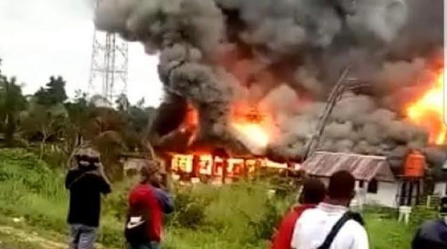 Tak Terima Pengumuman Hasil CPNS, Kantor Disnaker Keerom Dibakar Massa
