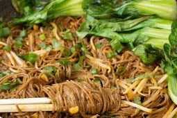 SPICY GARLIC SOBA NOODLES WITH BOK CHOY #vegetarian #lunch