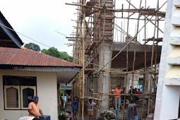 TNI dan Masyarakat Bangun Gedung Gereja Tepa di Maluku Barat Daya